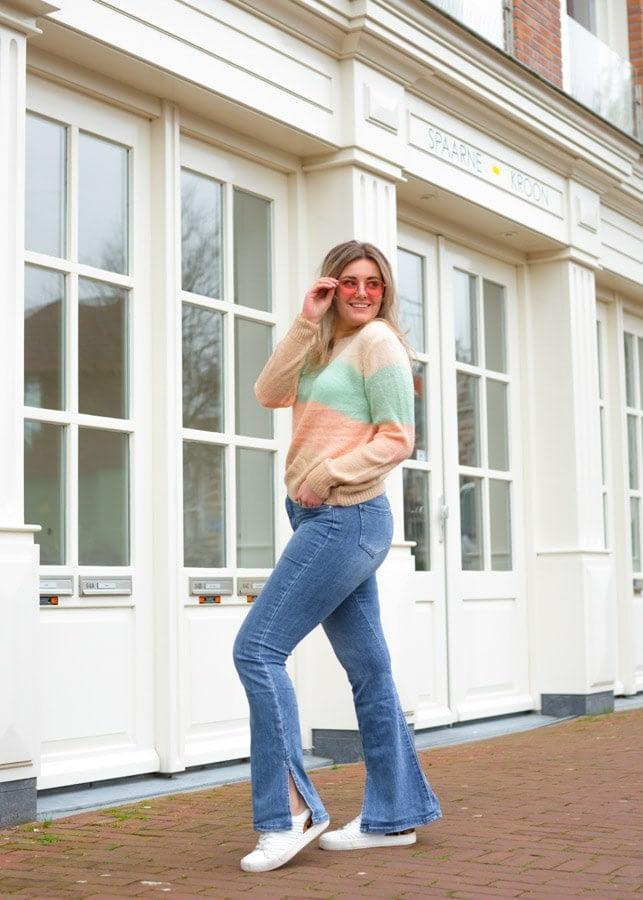 Flared jeans split