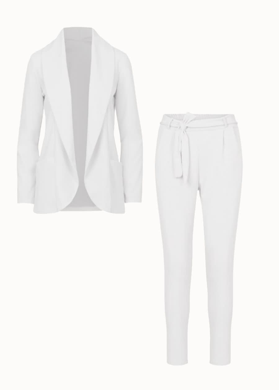 Suit in white